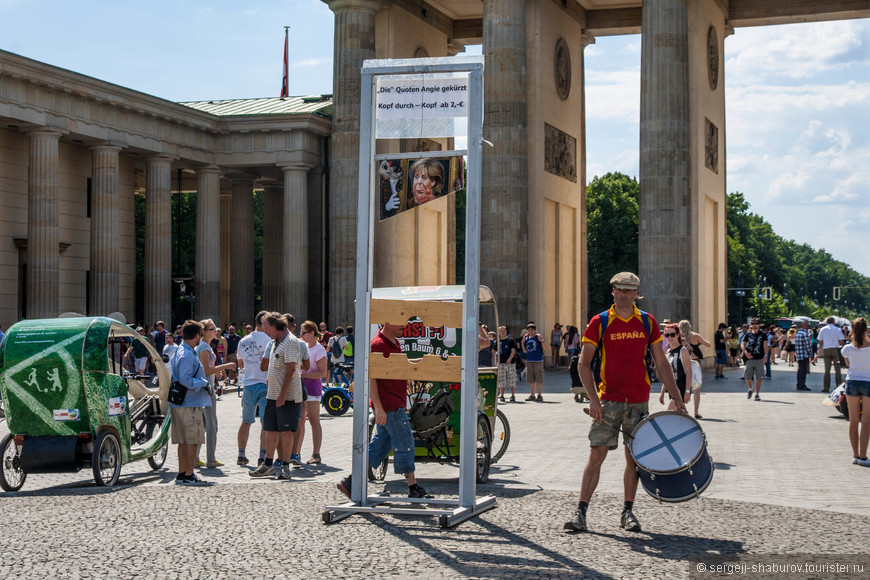 Предложение сфотографироваться в гильотине с Меркель.