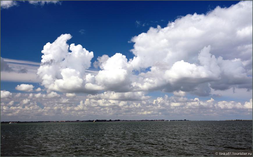 Небо в тот день было на редкость живописным