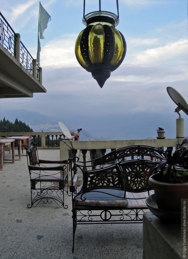 Интерьеры нашего отеля... С видом на окрестности...