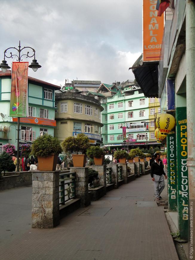 Гангток - столица Сиккима. Очень такая миниатюрная и ухоженная... Почти Европа :)))