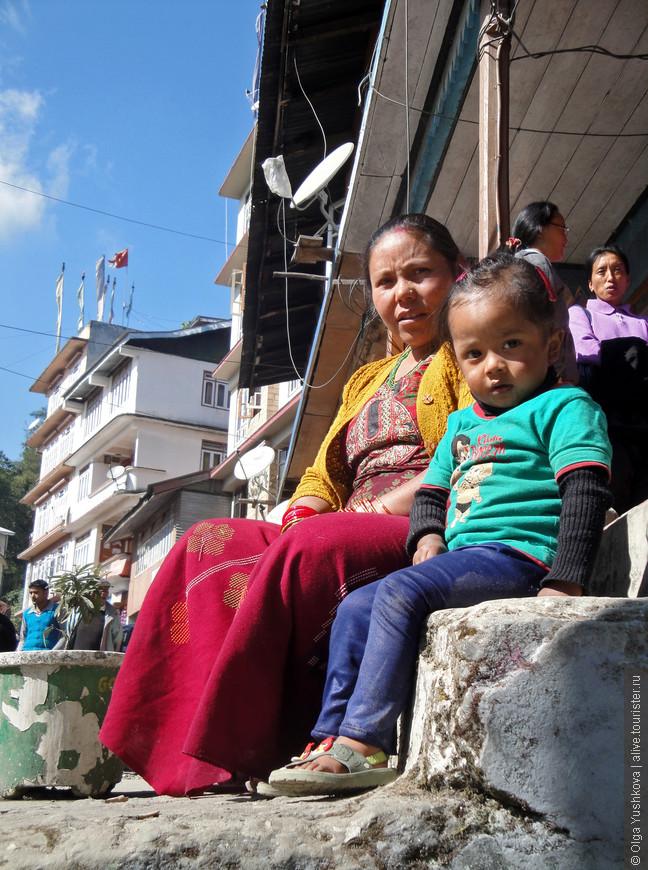 Жители одного из местных городков, где мы остановились по дороге в Юксом (древнюю столицу Сиккима).