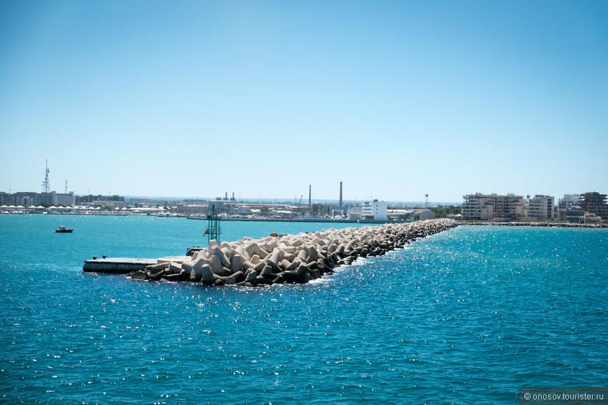Выход из порта Бари по дороге в Бар!