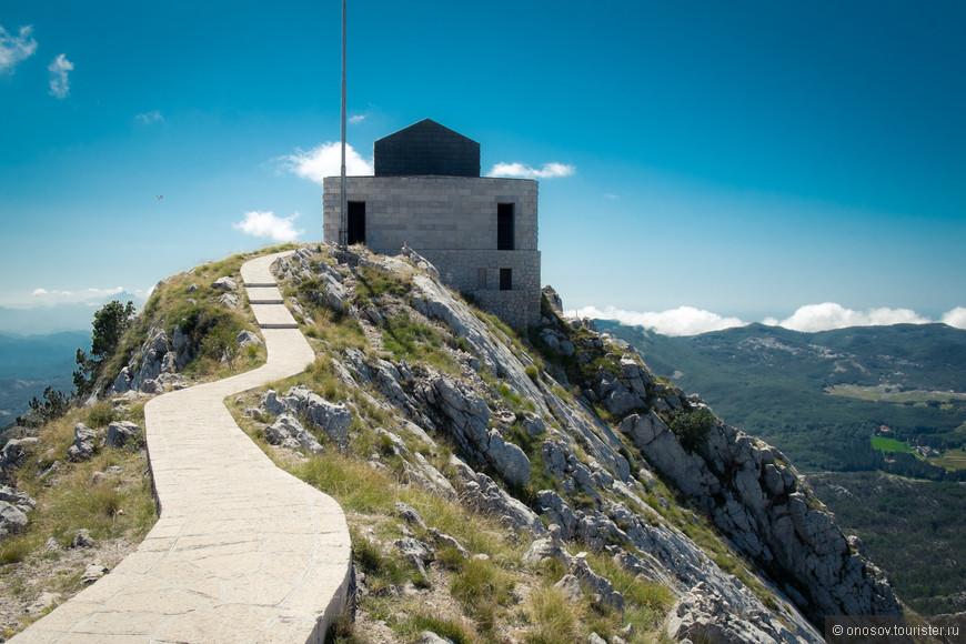 На самой вершине Мавзолей Петру II, как говорят он сделал Черногорию странной с которой начали считаться! (Хотя отдельной странной она была и не долго)