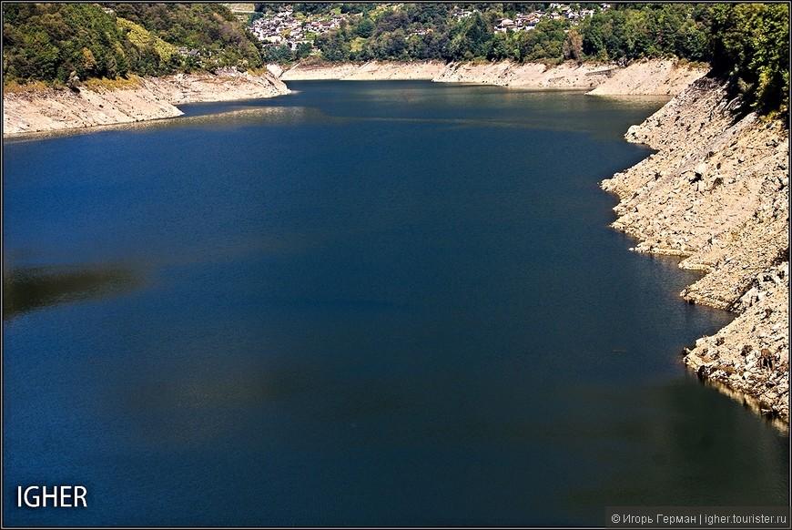 это вид реки с плотины,ну и цвет воды тут синенький а не зеленый...длина реки километров 30
