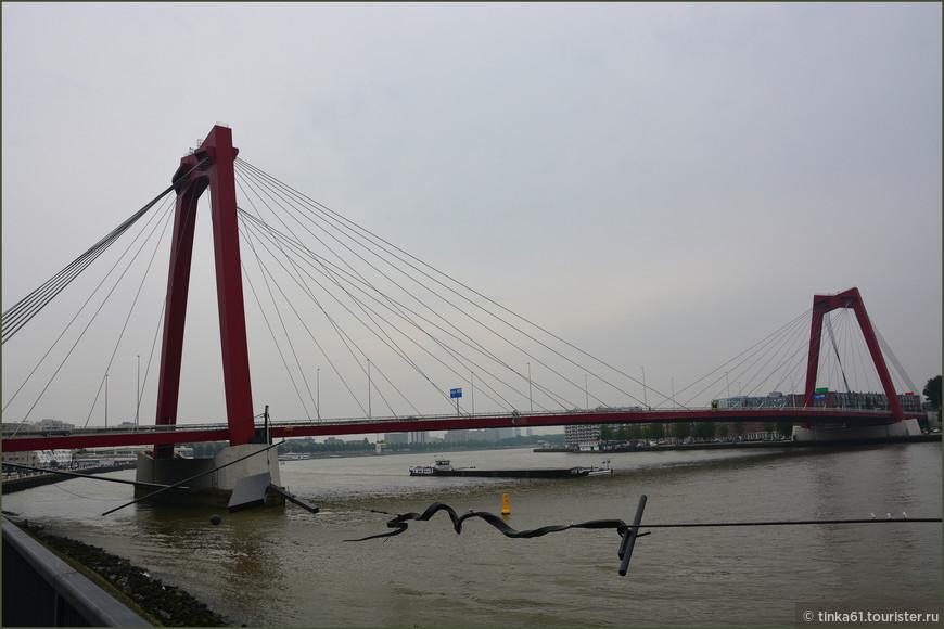 Мост Виллемсбург через реку Маас.