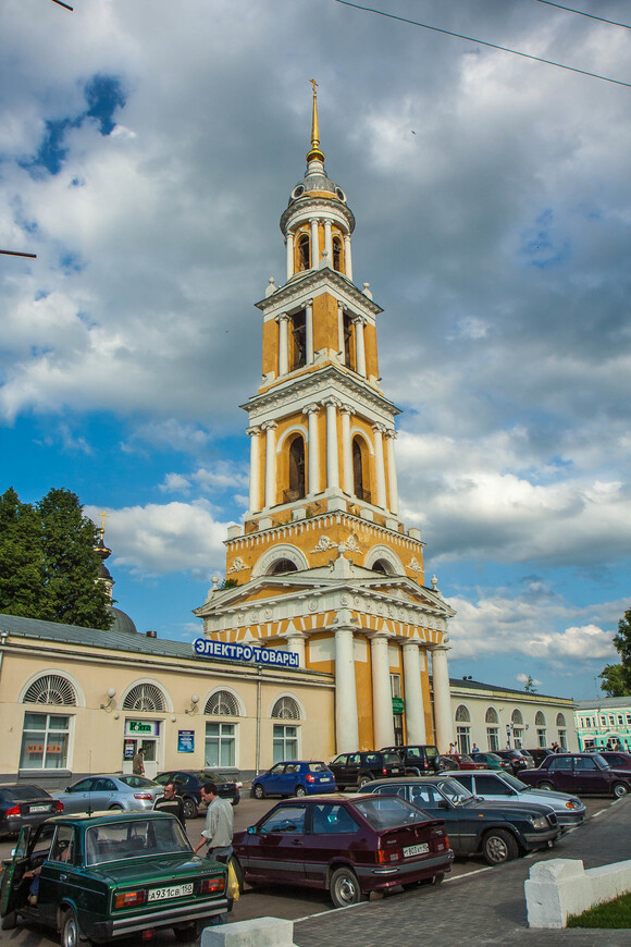 торговые ряды с колокольней при храме Иоанна Богослова