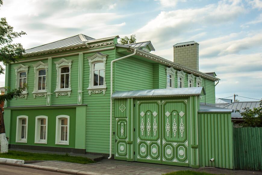 на ул. Казакова