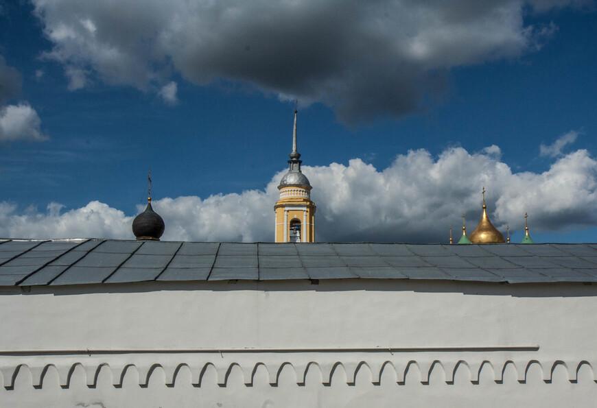 колокольня храма Вознесения словущего и купола Коломненского Кремля по ул Зайцева