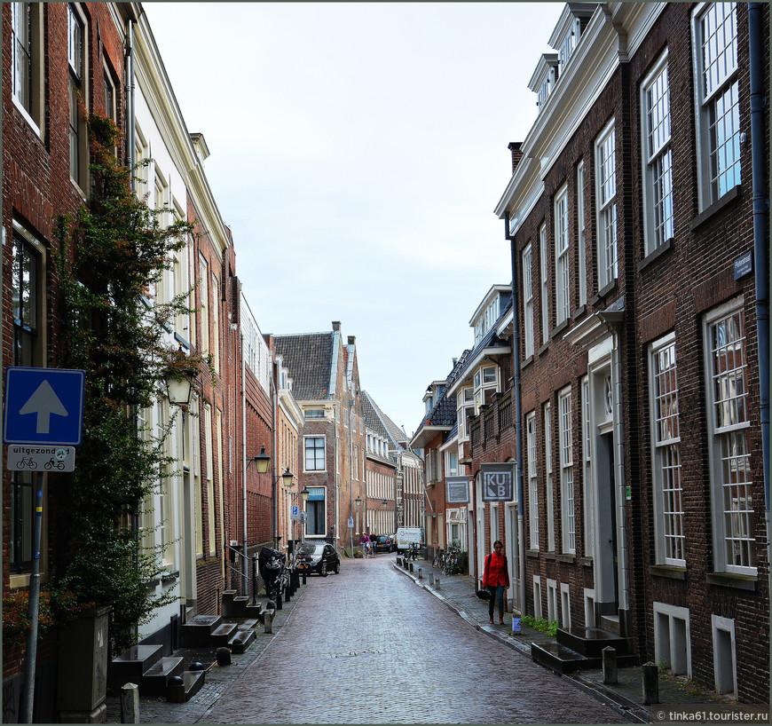 Первое, что бросается в глаза в Утрехте -  его безлюдные улицы.