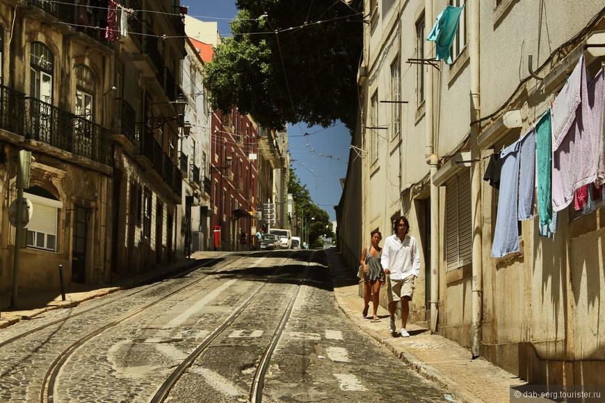 Развешенное бельё добавляет к колориту города свою особенность, понимаешь, что эти стены живые