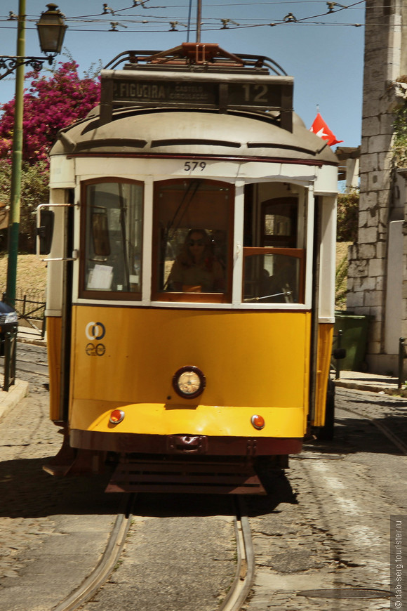 Жёлтый трамвайчик, самый что ни есть символ Лиссабона