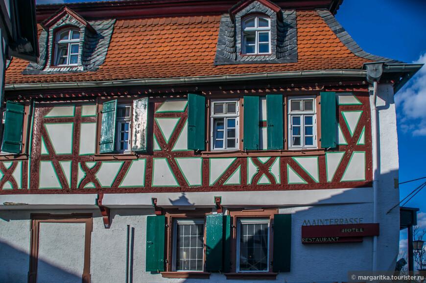 очаровательное здание старинной гостинички при паромной переправе через р. Майн