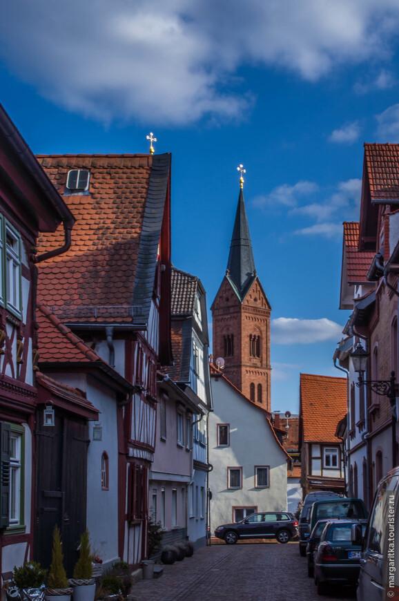 колокольни,монастыря просматриваются практически с каждой улочки и переулка Зелигенштадта