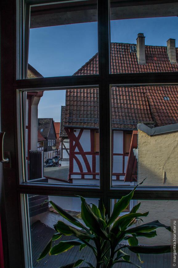 вид из окна гостиницы на улочки Зелигенштадта