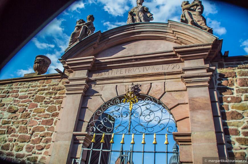 южные ворота в сад монастыря