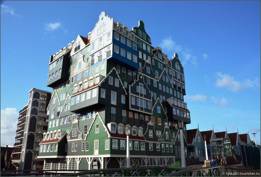 Этот необычный отель Иннтел появился здесь в 2010 году. Он как  конструктор собран из множества  фасадов маленьких домиков. Интересный образчик современной архитектуры Нидерландов, вдохновленный добрыми старыми традициями Голландии.