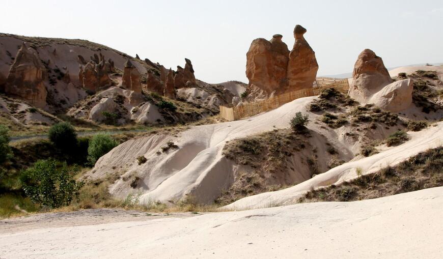 Следующий период характеризуется эрозией и выветриванием. Благодаря резко континентальному климату Каппадокии с внезапными и значительными перепадами температуры, в горных породах образовывались трещины.