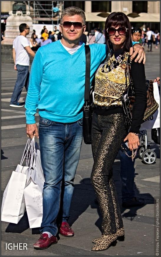 на четвертом вот эта парочка очень симпатичных русских из Крыма...она дизайнер,в Милане по ее словам в тысячный раз...согласие на показ фото дали...