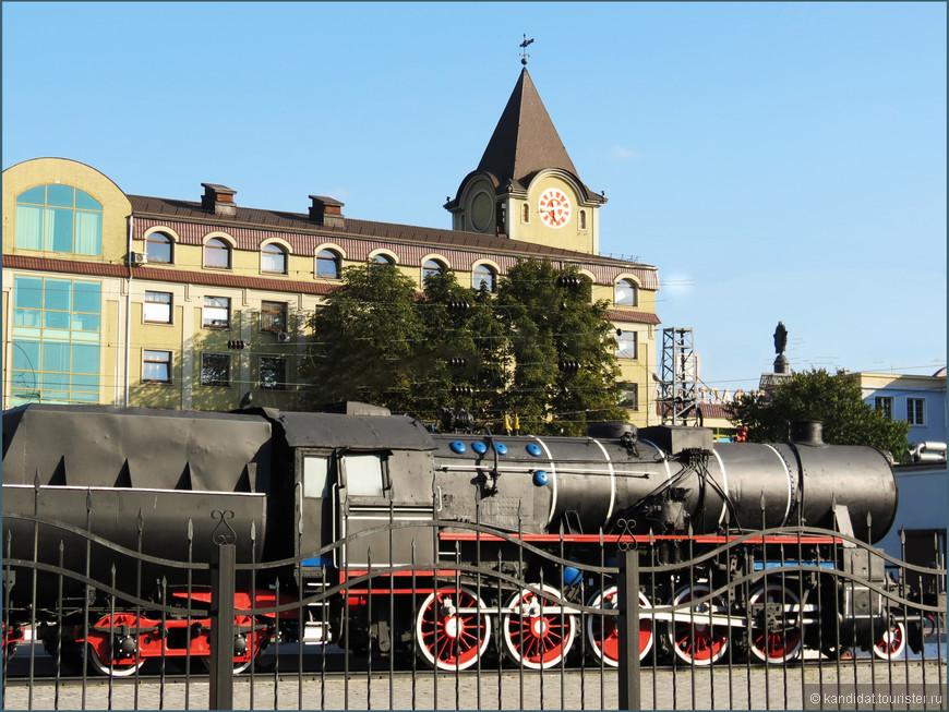 Северный вокзал назвать таковым можно с большой натяжкой, скорее платформа. Просто другого - южного, сильно разрушенного в годы войны - в 1945-1949 гг. не было.