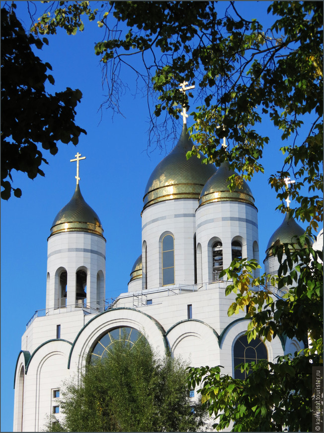 Кафедральный собор Христа Спасителя (2004-2006 гг.). Высота -73 м. Вмещает 3000 человек.