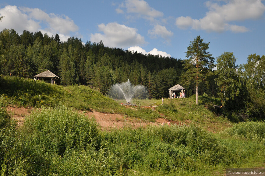 Фонтанирующий источник у деревни Братское