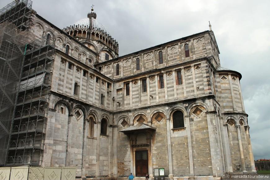 Кафедральный собор Пизы, посвященный Успению Пресвятой Девы Марии, был начат в 1064 году архитектором Бускето.