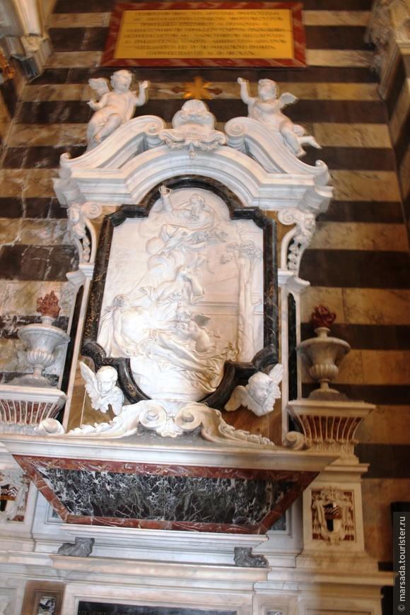 Строительство Пизанского собора было завершено в XII веке архитектором Райналдо, который спроектировал его великолепный фасад. Соверменный вид собора – результат многочисленных реставраций, проводившихся в разное время.
