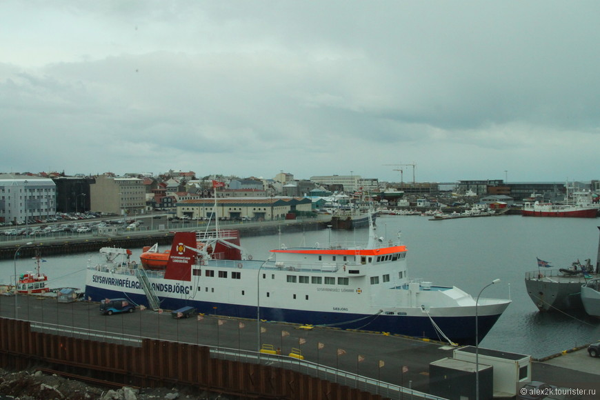 Название на борту- яркий пример словообразования в Исландии. :)