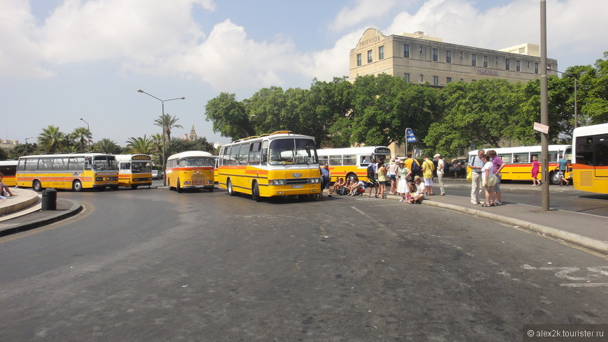 Старые английские автобусы на Мальте,- в почете и уважении.