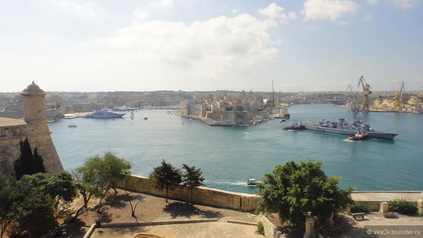 Главная гавань столицы.