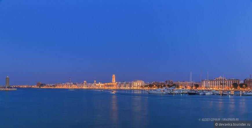 «Прибрежная полоса» из альбома «Puglia или каблук вам в море» в городе Бари.