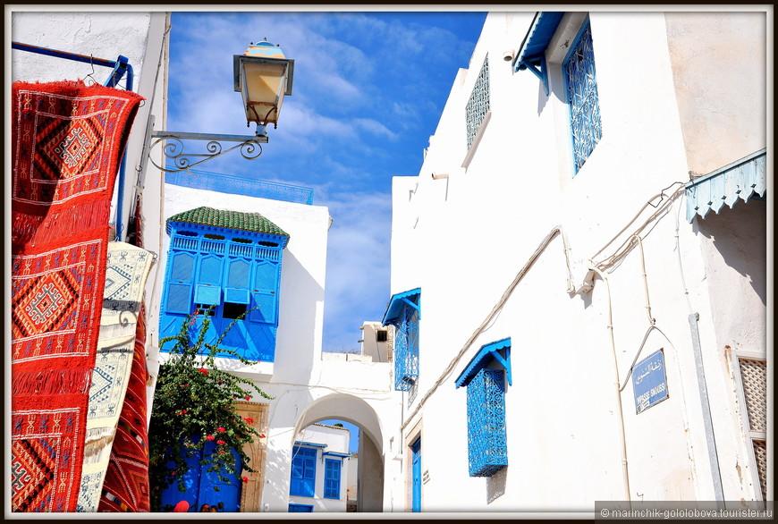 Городок Сиди-бу-Саид был основан исламским проповедником Абу Саидом ибн Халеф ибн Яхъя Эттамини аль-Беджи