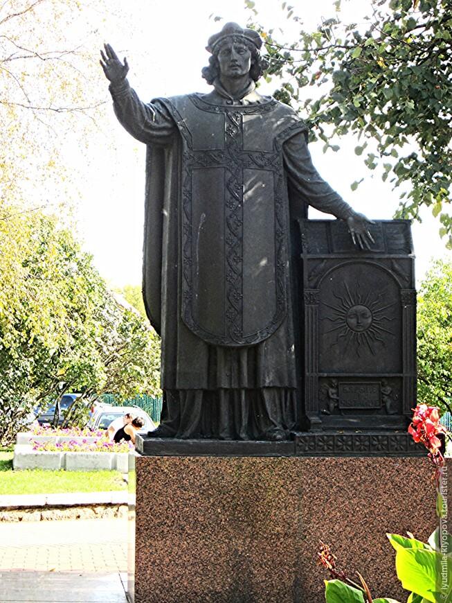 Почти в каждом городе Беларуси есть памятник Франциску Скорине. В Лиде тоже.