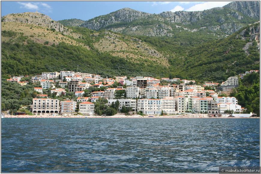 Вид на городок Свети-Стефан с воды.