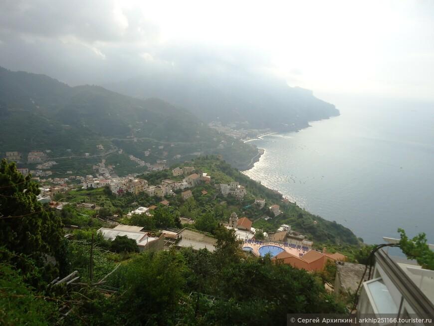 Вид на побережье Амальфи со стороны Равелло возле туннеля ( высота 350 метров)