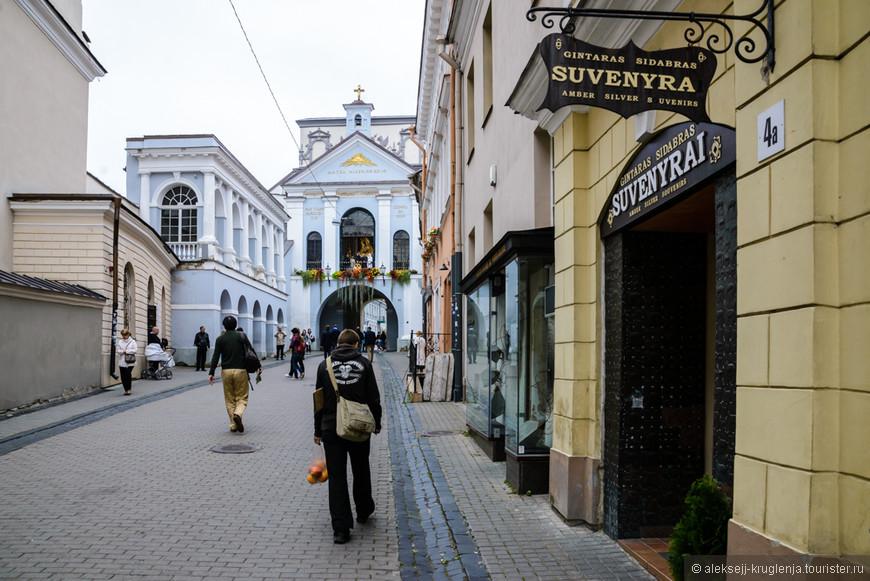 Покинуть Старый город и снова войти в него через ворота Зари.