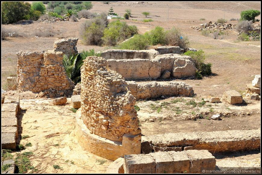 Когда-то Карфаген был величайшим городом, угрожавшим самой Римской империи. Сегодня это всего лишь пригород Туниса, и о его былом величии напоминают лишь впечатляющие руины.