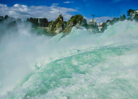 Rheinfall (водопад на Рейн) — крупнейший в Европе водопад по объему падающей воды.
