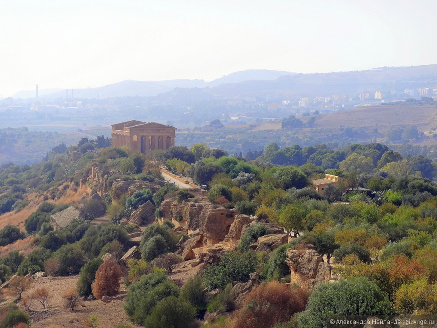 Вид на храм Конкордии, сохранившийся лучше других. такой основательный дорический храм из местного известкового туфа.