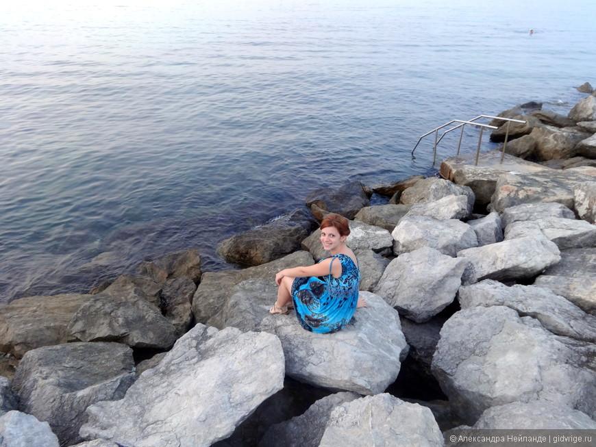 Супер скалистый пляж отеля Domina Coral Bay