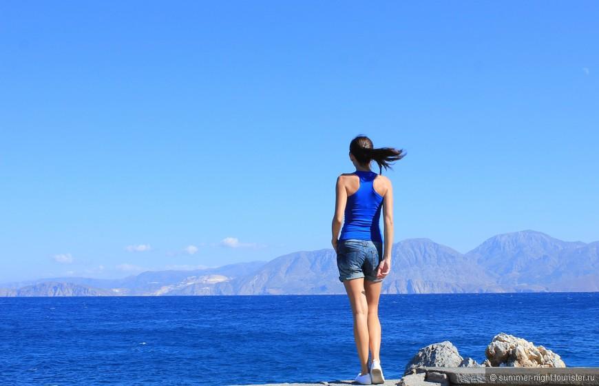 Если когда-то в будущем решу провести отпуск на о. Крит - то обязательно в Агиос-Николаосе! Он меня покорил синевой моря! (прим. - фото без обработки)