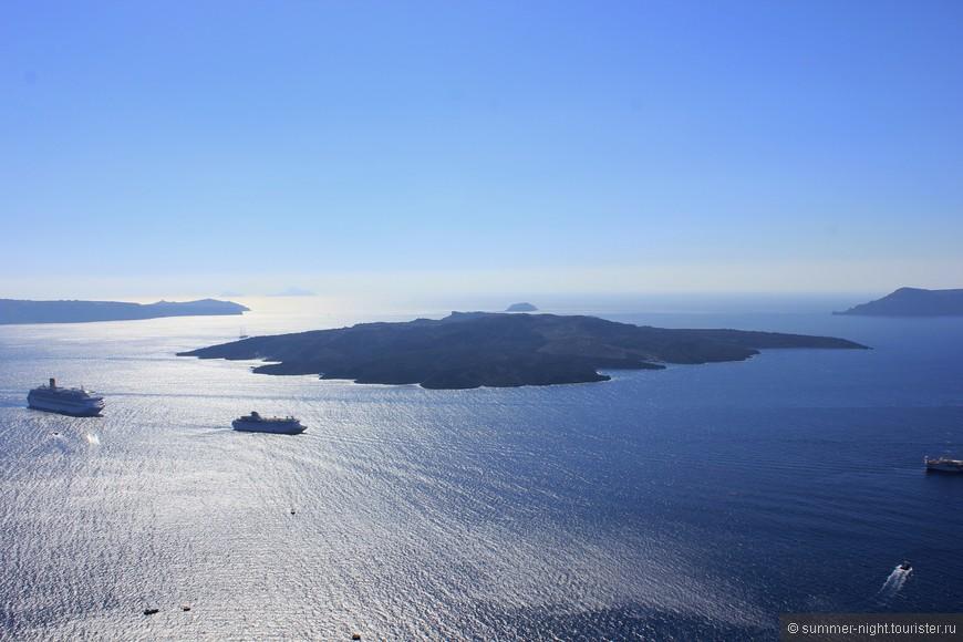Кикладские острова. На одном из них сохранился действующий вулкан :]