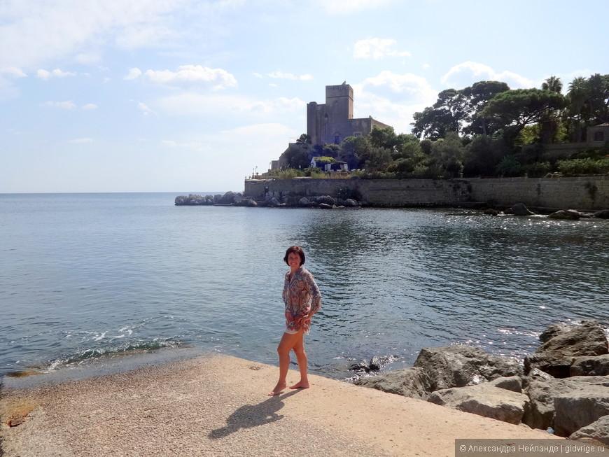 Вид из отеля на Castello Solanto. Когда-то резиденция аристократии и место отдыха королей. Можно и теперь отдохнуть  - это вилла на пять звездочек.