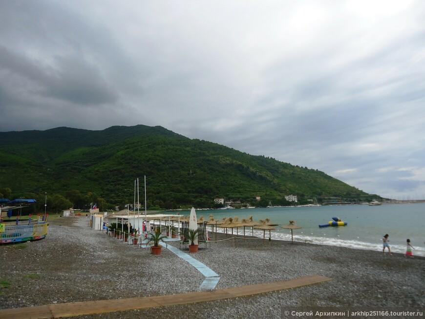 Вот так выглядел пляж хмуро рано утром
