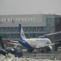 В аэропорту Екатеринбурга самолет столкнулся с погрузчиком