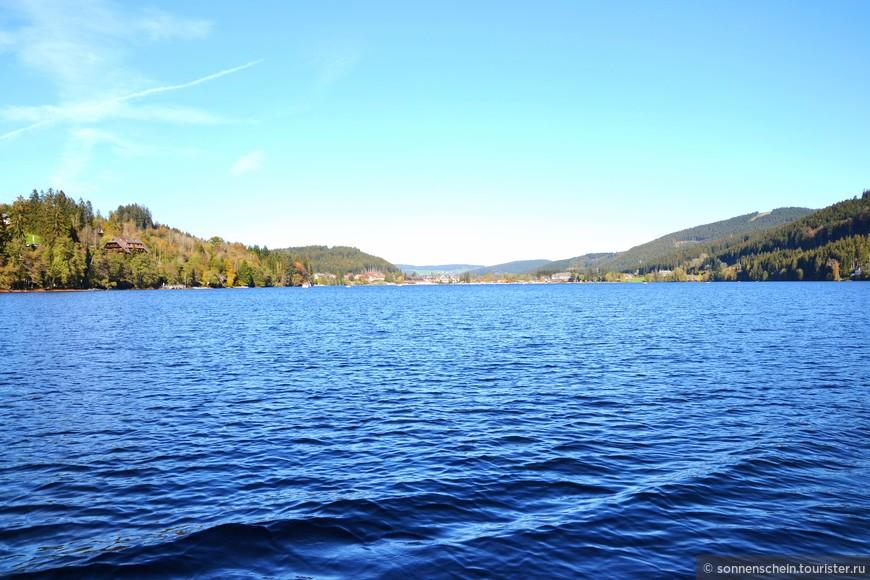 Шварцвальд известен озером Титизее, расположенным в одном из красивейших мест Германии. Путешественников ждут здесь удивительной красоты пейзажи, прекрасные возможности для лечения и оздоровления, все условия для занятий водными видами спорта.