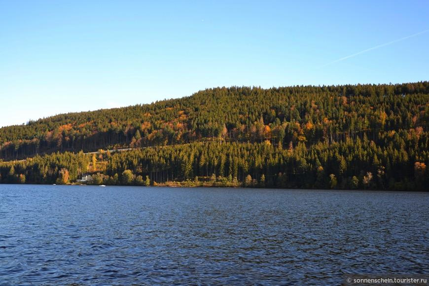 Согласно одной симпатичной легенде своим именем Титизее обязано римскому полководцу Титусу. Говорят, что когда он со своими легионами проходил через Шварцвальд, его так очаровала красота озера, что он тут же дал ему своё имя.