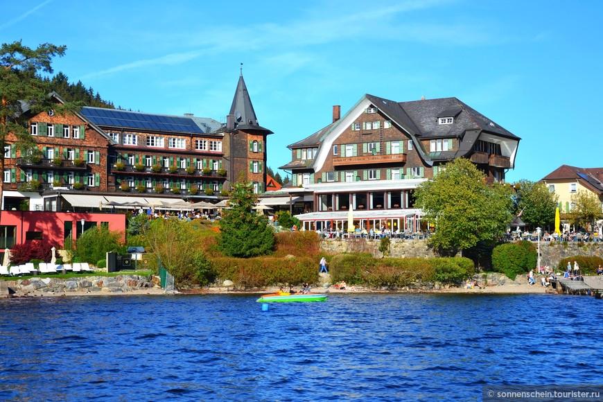 Ветры дуют несильные, и осадков выпадает мало. Шварцвальд – самый теплый регион в Германии. Рядом располагаются бальнеологические курорты Бад Беллинген и Бад Крошинген, известные своими минеральными источниками.