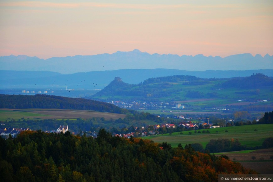 Вот уже и дом, мой край вулканов и Боденского озера. Вдалеке виднеются Альпы, верная примета, завтра будет дождь.
