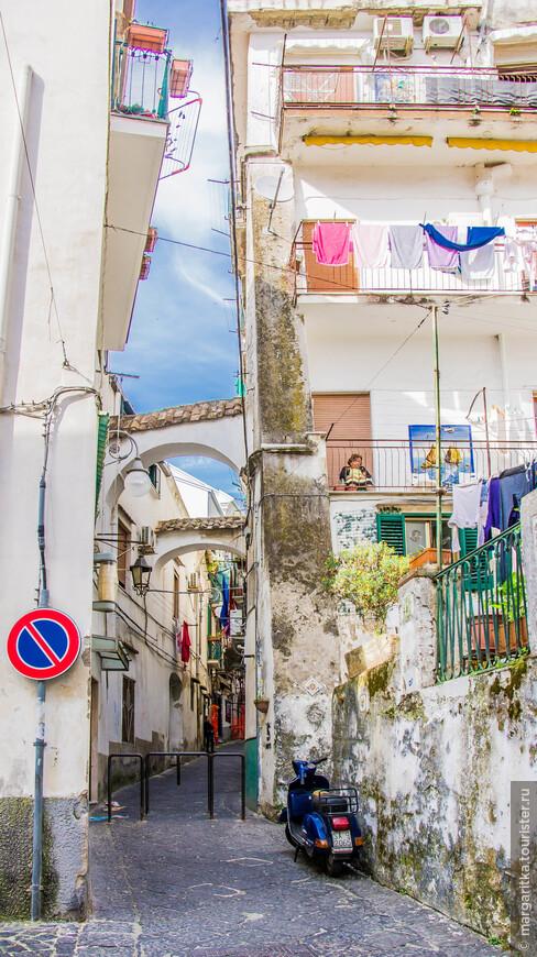 узюсенькими, но по южному живописными улочками итальянских прибрежных городков